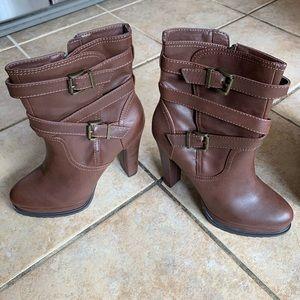 Guess platform boots
